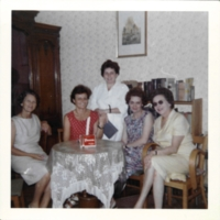 http://digit.bibl.u-szeged.hu/sztegy/photo/tini_neni_kepei/szoba1966_1.jpg
