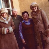 1983 Kariko family.jpg