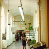 Az Egyetemi Könyvtár bejárata a Dugonics téri épület első emeletén