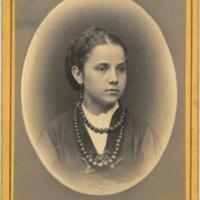 Spilka Júlia 13 éves korában (1871).jpg