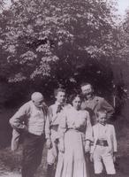 A gyermek Szent-Györgyi Albert Kiskérpusztán, családja körében